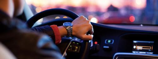Passer le code de la route avec La Poste : comment s'inscrire à l'examen ?