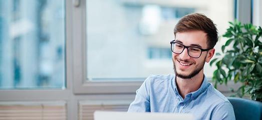 Image de l'article Accédez à un emploi permettant de développer des compétences transférables et suivez une formation avec un accompagnement personnalisé tout au long de votre parcours !